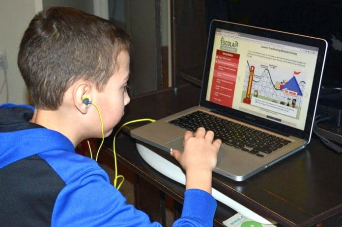 © University of Oregon, 2018. All rights reserved. A new study shows that web-based learning tools in the classroom promote science literacy for underachieving students.