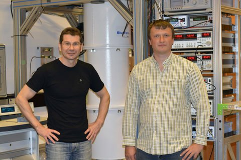 Denis Konstantinov (left) and Oleksiy Zadorozhko (right), from OIST's Quantum Dynamics Unit, standing in front of the equipment they used in their experiments.