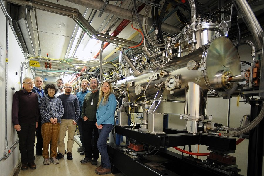 Argonne's Helical Superconducting Undulator team includes Efim Gluskin, Yury Ivanyushenkov, Yuko Shiroyanagi, Joel Fuerst, Ibrahim Kesgin, Matthew Kasa, Quentin Hasse and Susan Bettenhausen (left to right). (Image by Argonne National Laboratory / Richard Fenner.)