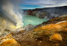 Researchers have found that a class of molecules called sulfidic anions may have been abundant in Earth's lakes and rivers.