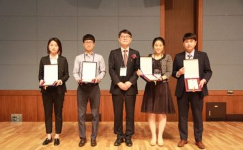 DongHo Jeon (second from left) in the School of Urban and Environmental Engineering, has been awarded the Excellent Presentation Award at the 2018 annual spring symposium of Korea Concrete Institute.