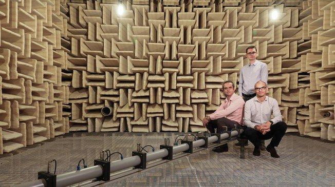 From left to right Hervé Lissek, Romain Fleury and Etienne Rivet© Alain Herzog / 2018 EPFL