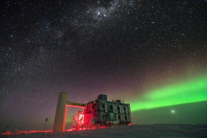 The IceCube Lab at the South Pole Image: Martin Wolf, IceCube/NSF