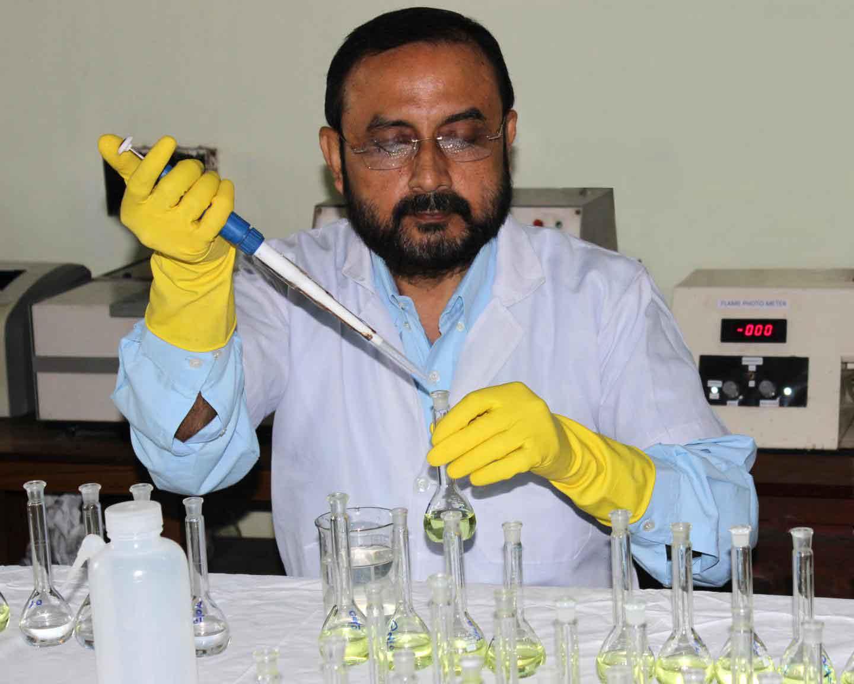 Abhijit Debnath in his laboratory.  CREDIT Abantika Debnath.