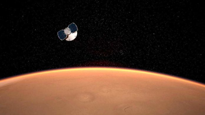The InSight spacecraft approaches Mars in this artist's concept. Credits: NASA/JPL-Caltech