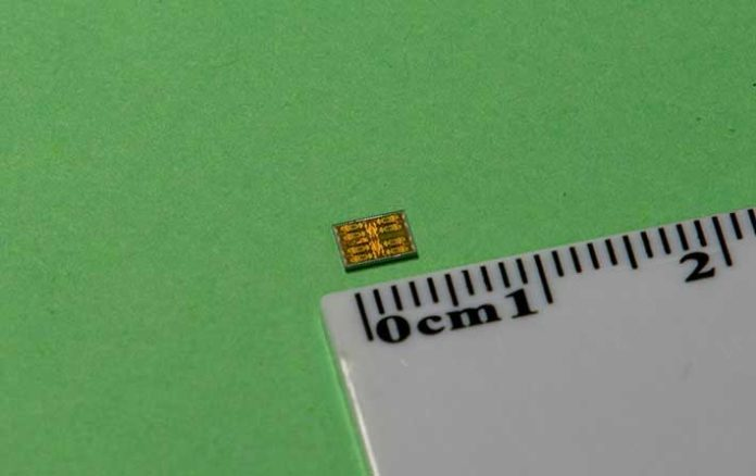 The new transceiver measures only 3 mm x 4 mm The proposed chip, fabricated in a standard 65-nanometer CMOS process, takes up a total area of just 12 mm2.