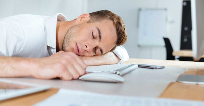 Only 16 minutes of sleep loss could be the difference between a clear day in the office or one filled with distractions /
