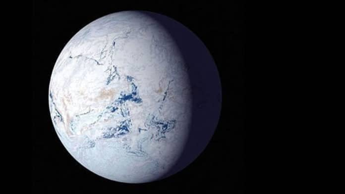 An artist's rendition of what a snowball planet might look like. Ice covers the oceans to the equators. Credit: NASA
