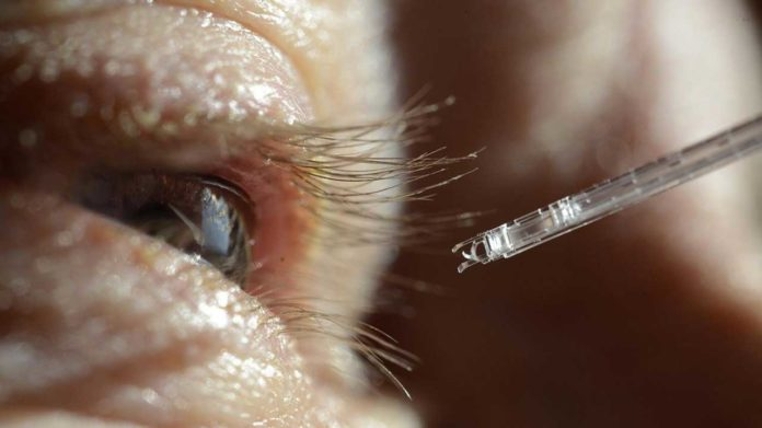 This new microscopic instrument provides the precision and stability needed to treat retinal venous occlusions. © Instant-Lab