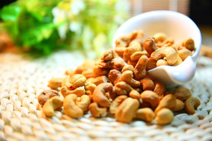 Eating nuts may help prevent excessive weight gain