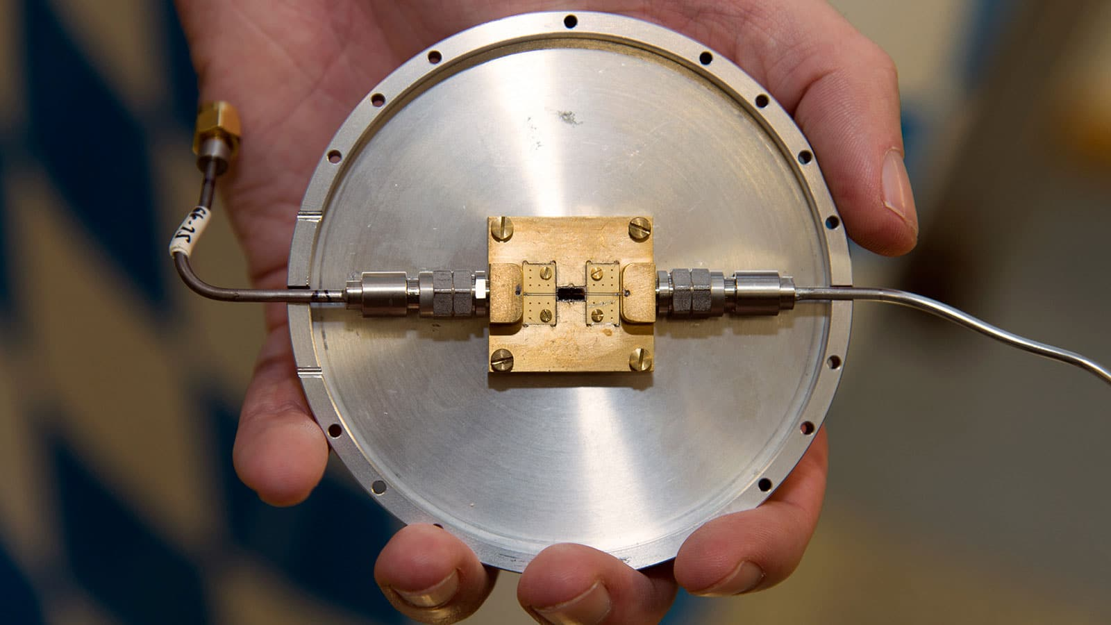Quantum circuit, developed at the Walther-Meissner-Institut (WMI), which can be used to produce restricted microwave states. Image: A. Battenberg / TUM