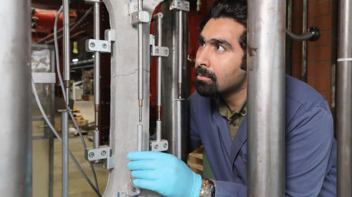 Amir Hajiesmaeili tested the properties of the new material under different pressures. © Alain Herzog /EPFL