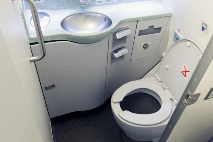 Airplane poop helps spread antibiotic-resistant microbes