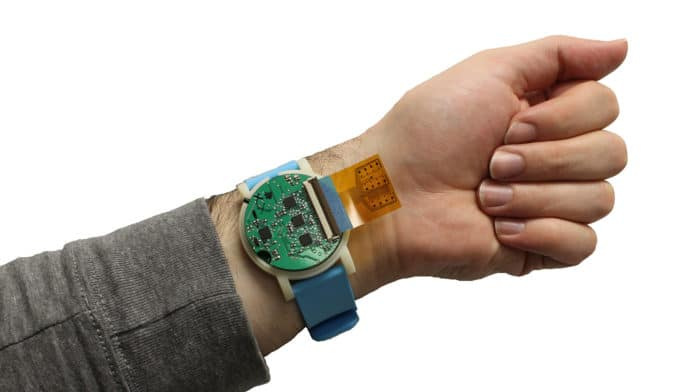 The sensor strip can be tucked back, lying between the device and the user's skin.