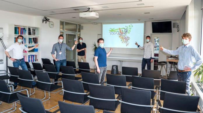 Das Corona-Forscherteam: Hauke Hillen, Christian Dienemann, Goran Kokic, Dimitry Tegunov, Patrick Cramer und Lukas Farnung (v. links). © © Johannes Pauly / Max Planck Institute for Biophysical Chemistry