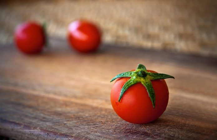 Should tomatoes go in the fridge?