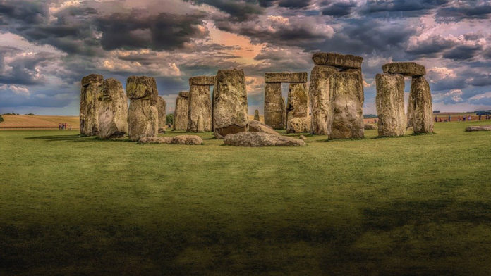 A huge ring of ancient shafts detected near Stonehenge