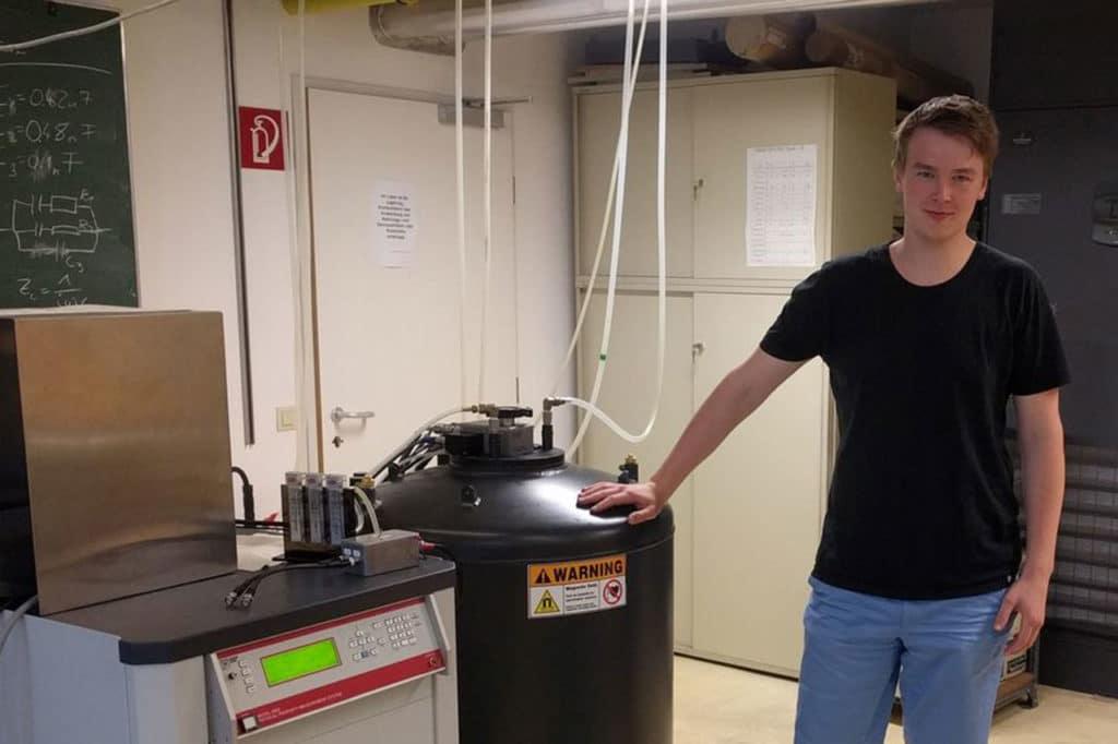 Lukas Weymann in the lab at TU Wien