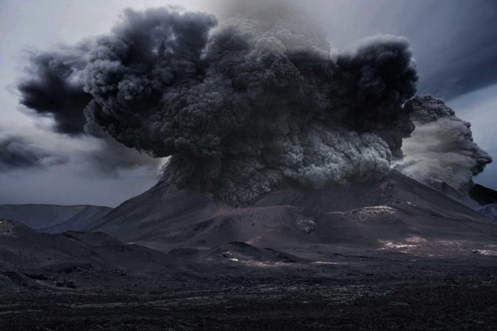 Volcanic plume associated with the April-May 2010 eruption of Eyjafjallajökull volcano