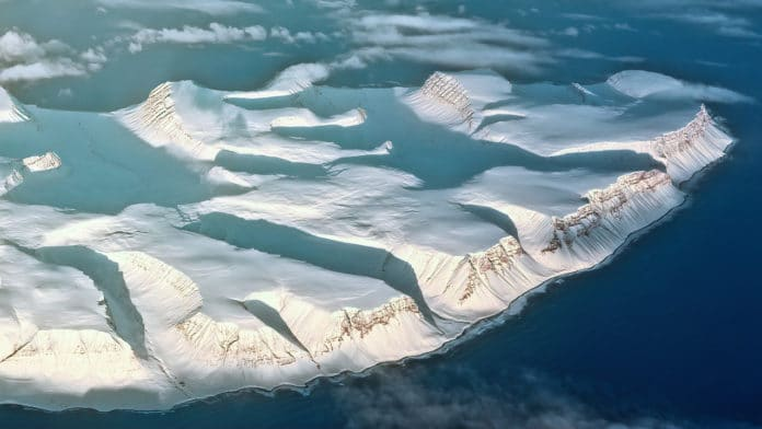 Earth's cryosphere shrank by about 87,000 square kilometers per year